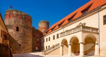 Однодневная экскурсия для школьников по Латвии