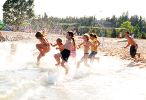 Sporta nometne pie jūras Rojā