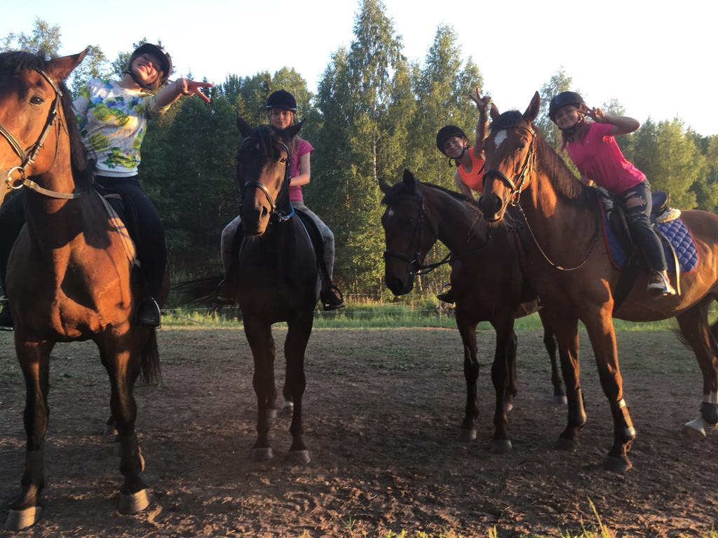 Bērnu nometne ar zirģiem