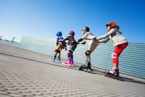 Sporta nometne dienas bērniem Rīgā skrituļslidas
