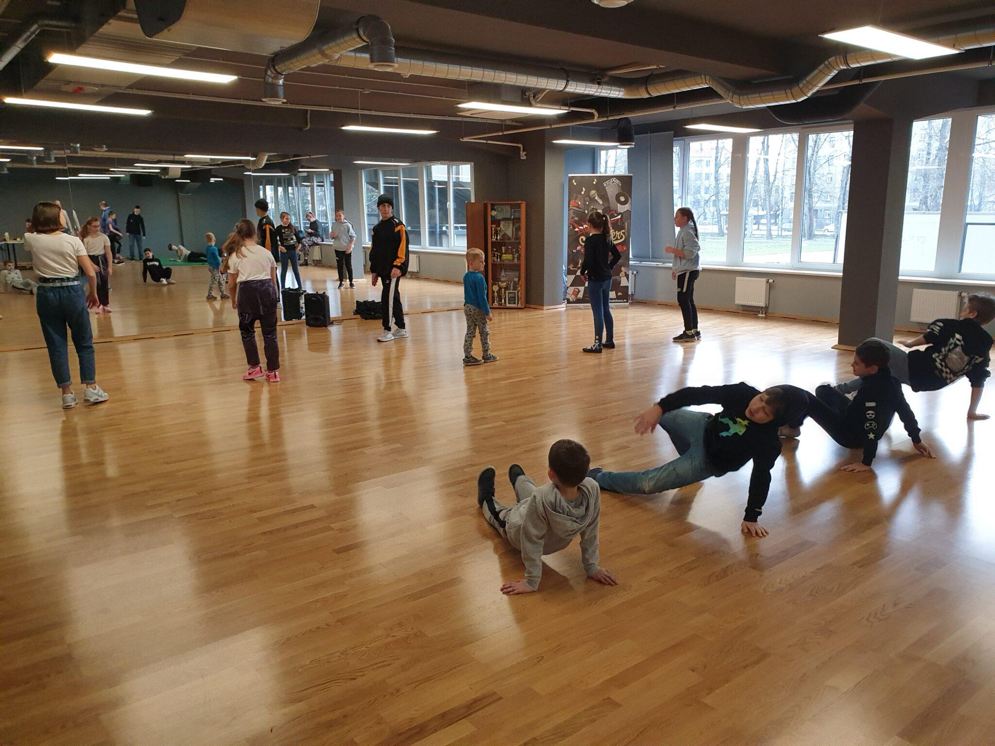 танцевальный лагерь для детей в Риге